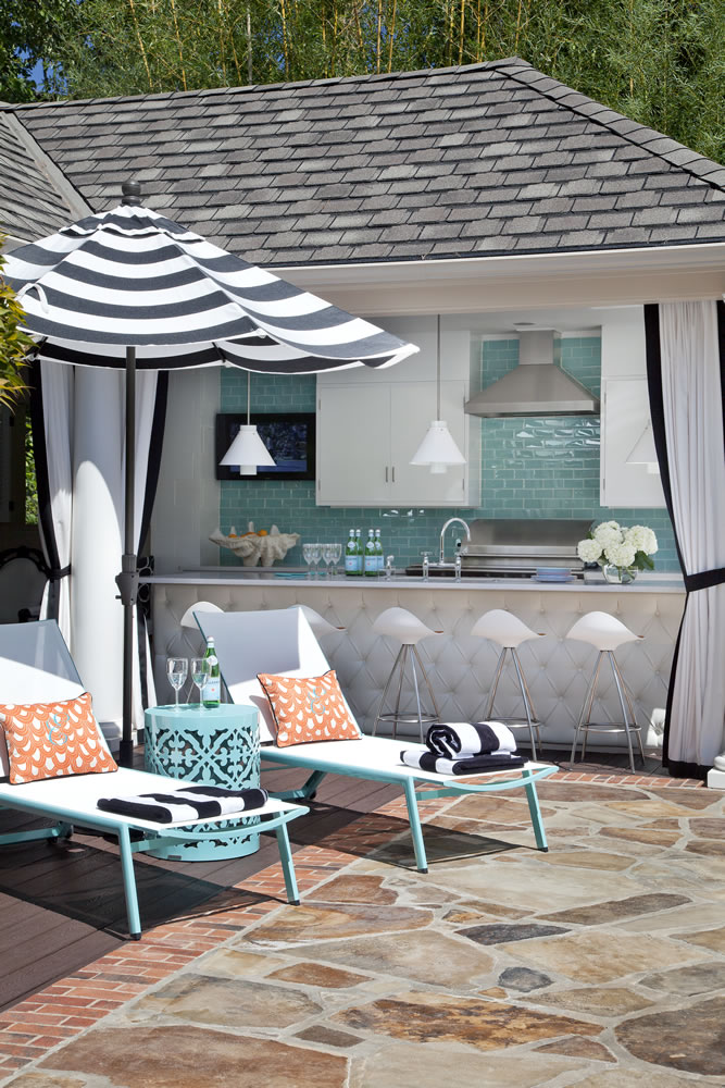 Cute outdoor space - backyard bar