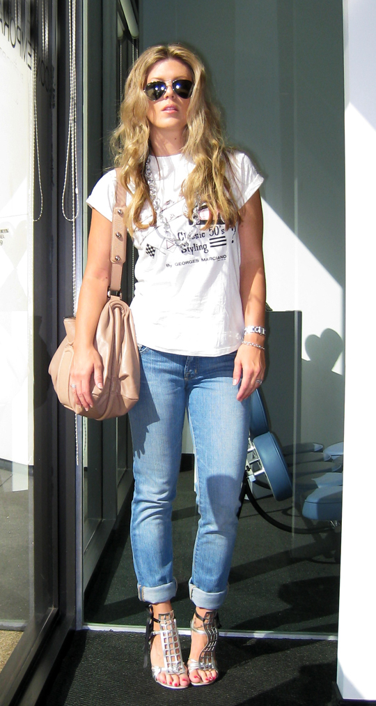 vintage guess t-shirt and cuffed jeans