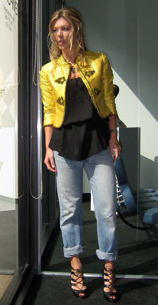 cropped yellow jacket and vintage levis jeans