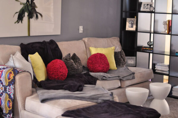 old+living+room-sectional+sofa-expedit