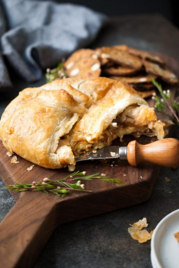 Delicious appetizer recipe // Baked-Puff-Pastry-Wrapped-Brie-w-Fig-Jam