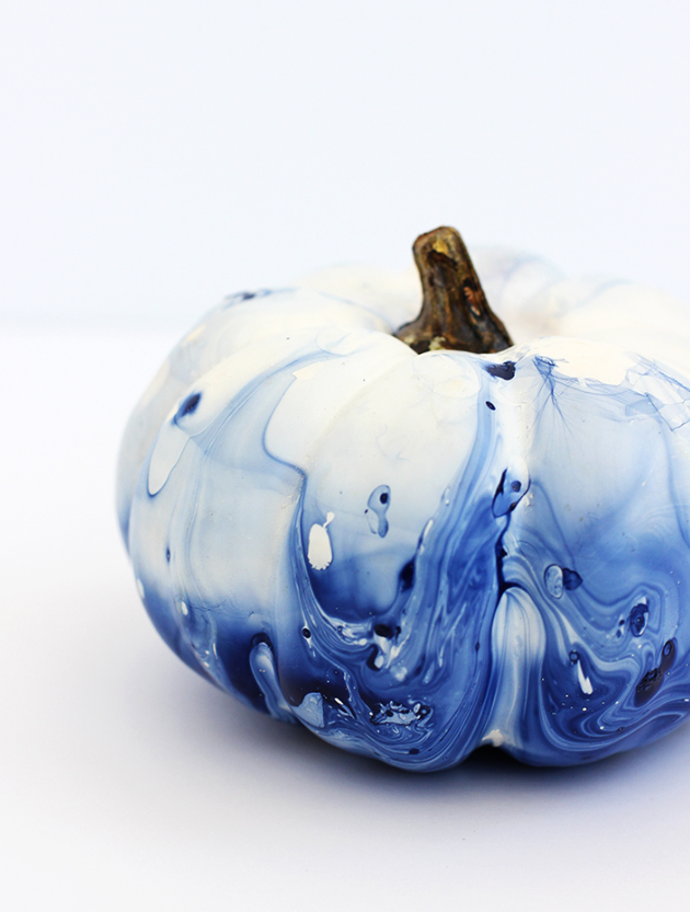 pretty blue and white DIY marbled pumpkins for halloween decor