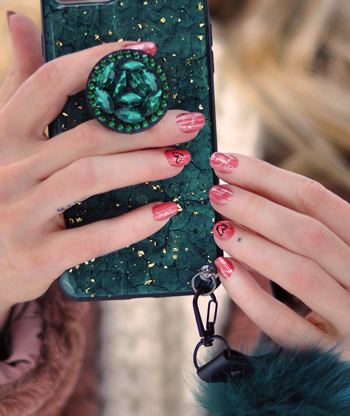 valentine's day nails, green iphone case with gold flecks and fur strap
