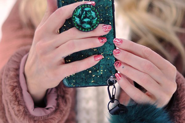 valentine's day nails- green and gold phone case with fur strap