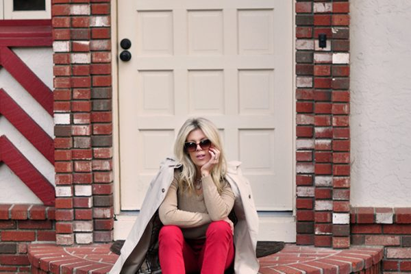 red and camel outfit-casual style-snakeskin shoes