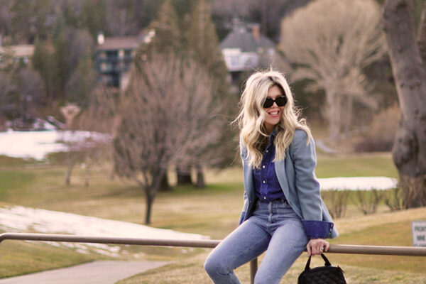 blue on blue monochromatic outfit - vintage denim on vintage levis outfit with sneakers - lake arrowhead golf course