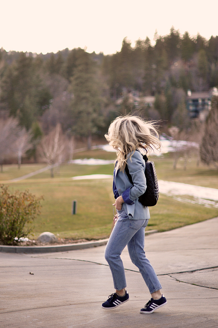 denim on denim look, vintage levis outfit, monochromatic blue outfit, quilted vegan leather backpack, late winter style, golf course lake arrowhead