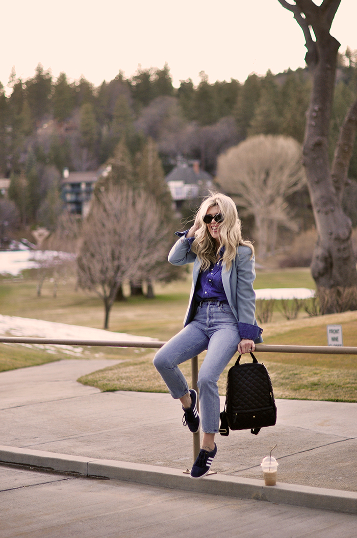 blue on blue monochromatic outfit with vintage denim shirt and vintage levis jeans look by AGOLDE in lake arrowhead golf course