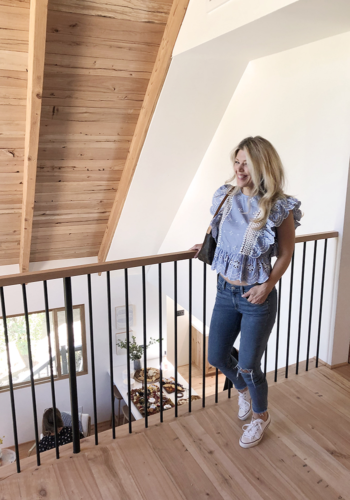 Emily-Hendersons-mountain-house-in-Lake-Arrowhead-outfit