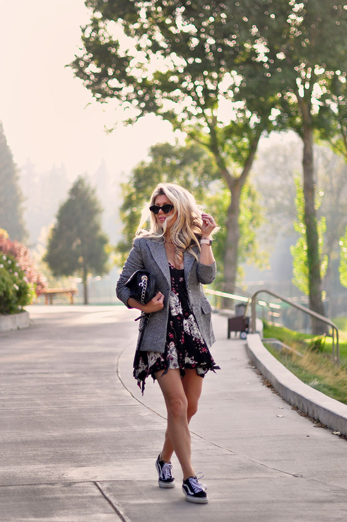 fall style summer sun dress with blazer and sneakers