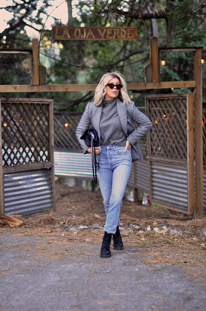 casual fall style, jeans and a blazer, doc martens, blonde bob hair style