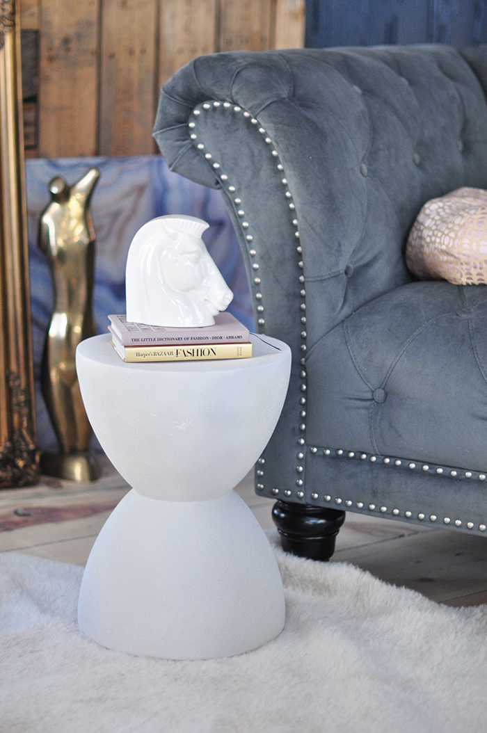 how to make faux stone accent tables with spray paint vintage horse head book end decor
