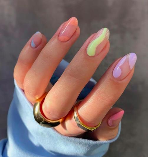 pastel nails-2021 nail art trends