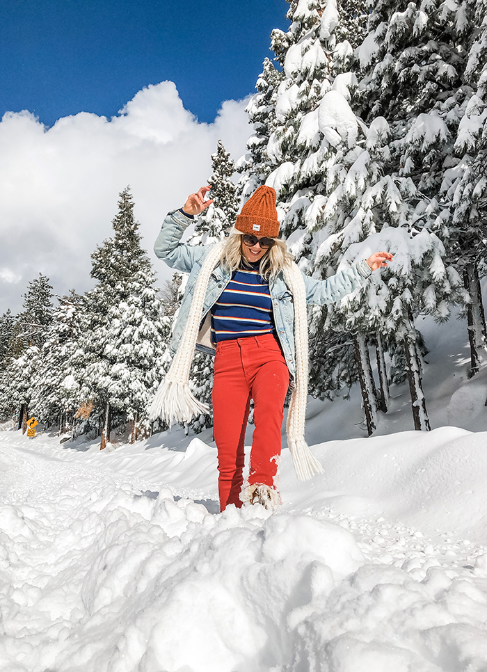 blogger fashion style, winter outfits, red jeans, retro 70s 80s style, denim jackets, trucker jacket, outfits in the snow, snow outfits