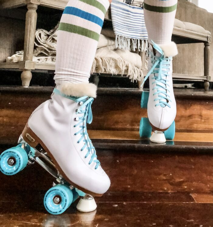 retro white roller skates with teal bont wheels and derby laces with faux fur tongue, how to get your skates to fit better, when your skates are too big here is a solution