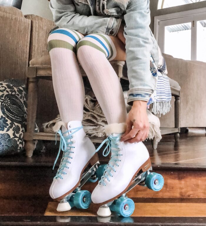 how to make your skates fit better, diy faux fur tongue in roller skates, retro white roller skates with teal laces and wheels