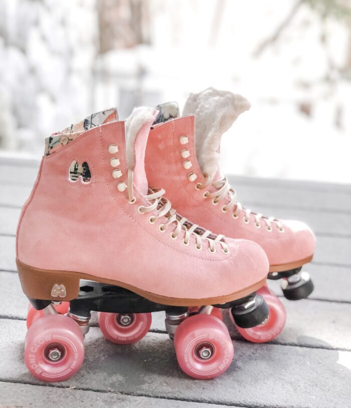 strawberry pink moxi lolly roller skates with fur tongue diy