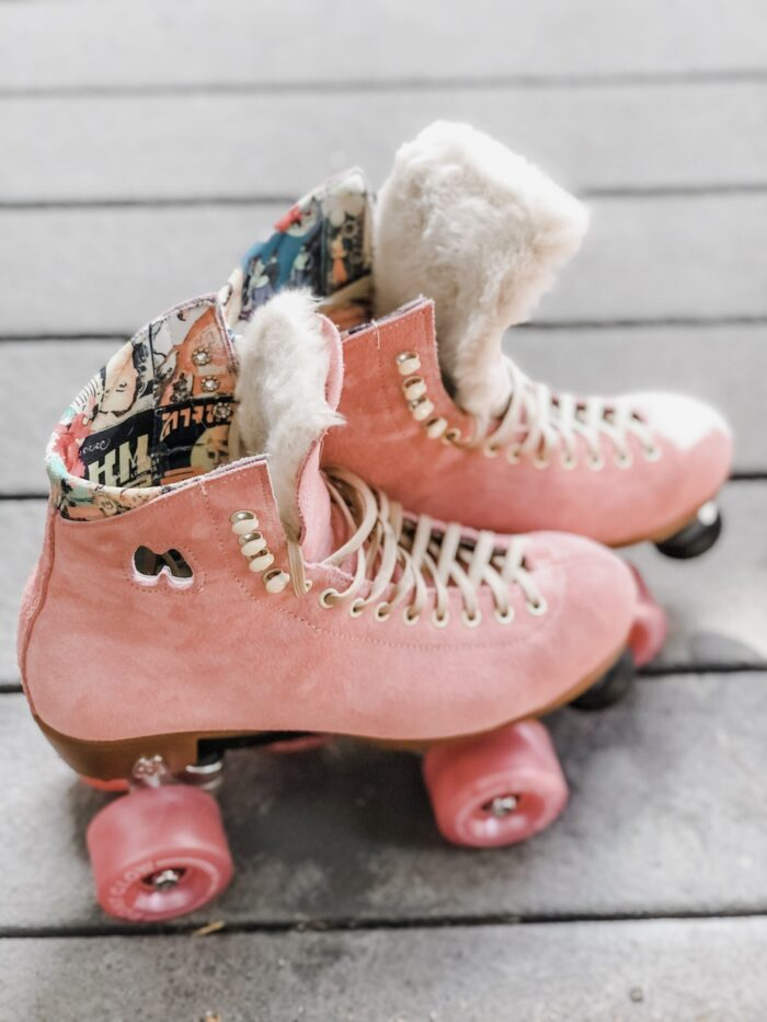 strawberry pink moxi lolly roller skates with fur tongue diy and pink bont light up glow wheels