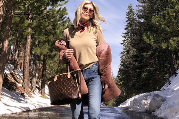love maegan-lake arrowhead-snow day-winter outfit-snow style-jeans and docs-louis vuitton neverfull