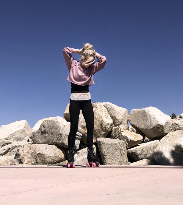 black skates-roller skating as fitness outfit-foldover leggings crop sweatshirt