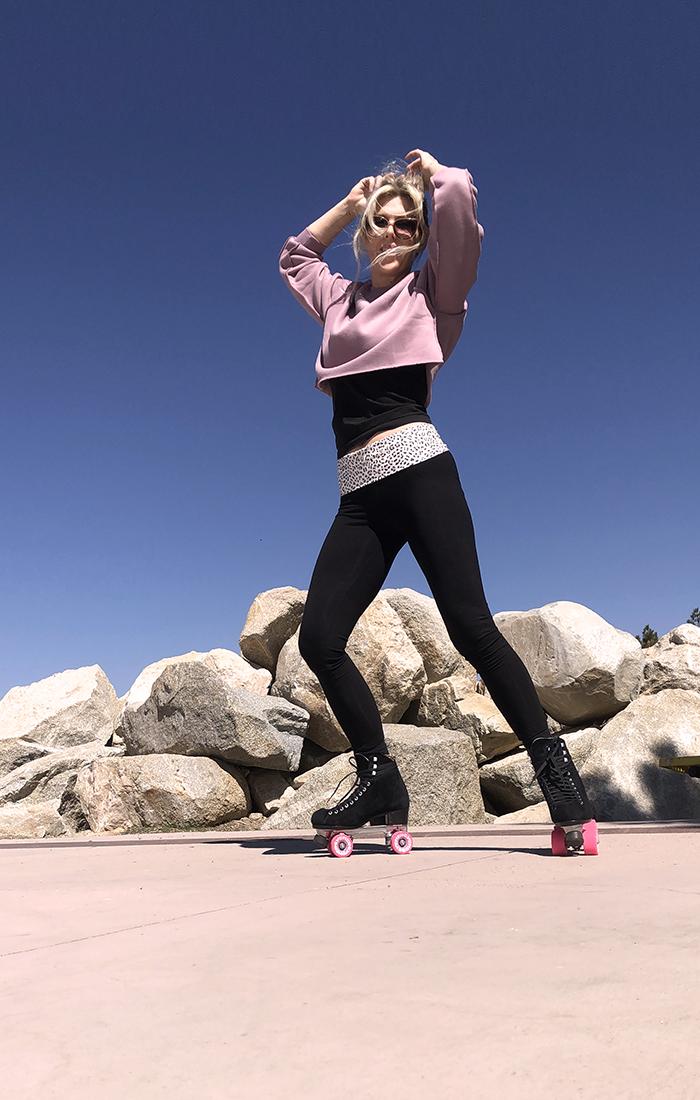 roller skating outfit, fitness, skating, cropped sweatshirt, leggings, best leggings, roller skates