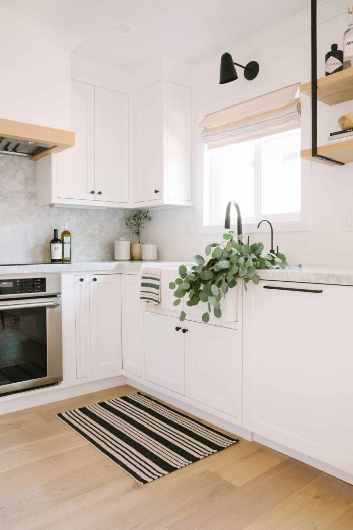 WHITE KITCHENS, white kitchen inspiration, kitchen ideas, all white kitchens, kitchen inspiration, kitchen renovation and design, decor, home decor ideas
