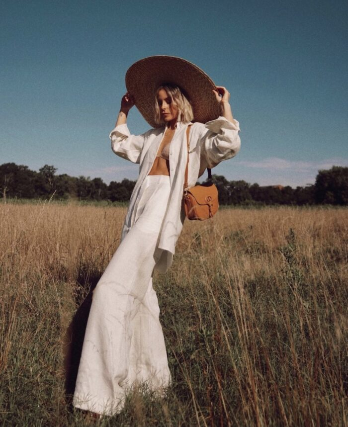 fall outfit ideas, white and brown for fall, white and brown color palette, fall outfit inspiration, white jeans with camel coat, white for fall, rusty brown tones for fall, fall 2021 outfit ideas, fall outfits, mary lawless lee