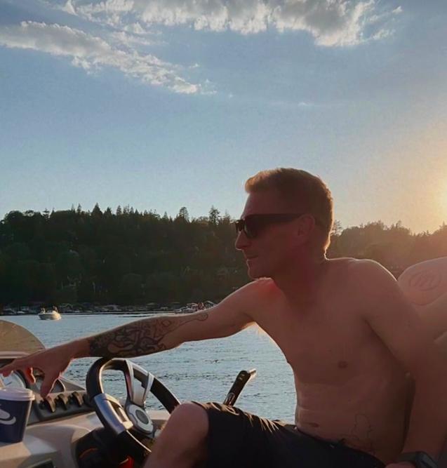 driving the boat, chad ratliff, chad betts, lake life, lake arrowhead