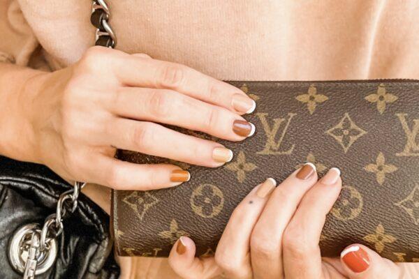 fall nails, french tips, brown tones, nail art, manicures, fall manicures, fall nail art ideas, brown nails with french tips, how to create french tips, easy french tips, french tip nail hack