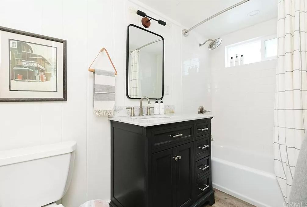 white and black bathroom ideas