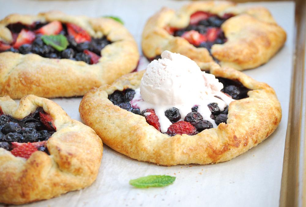 Almond-Berry-Gallette recipe