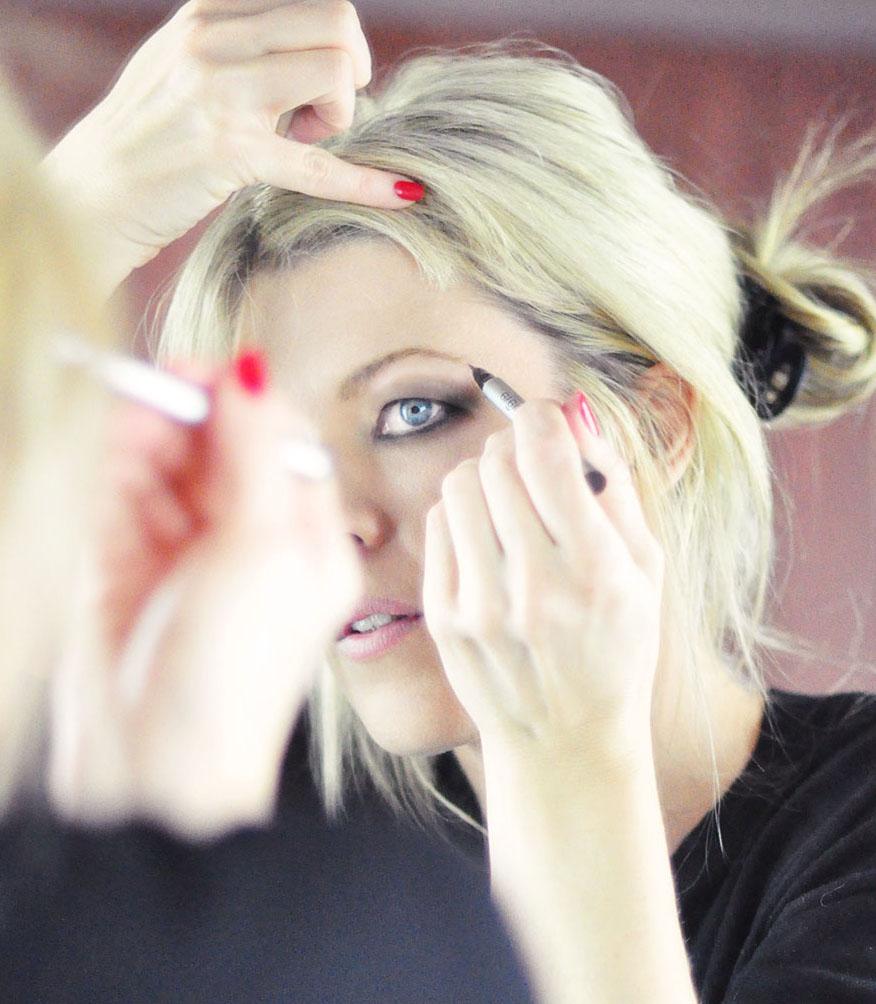 Brigitte Bardot 60s Makeup tutorial-7