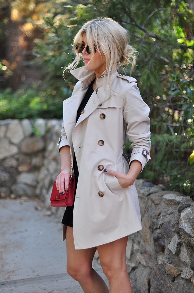 burberry-trench-coat_red-ferragamo-bag