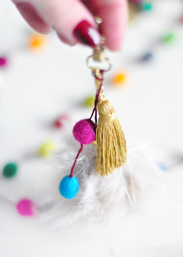DIY Faux Fur and Feathers Bag Charms_10