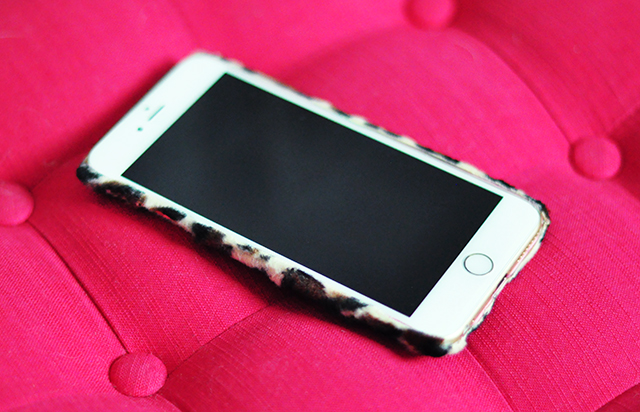 DIY Faux Fur leopard phone case-8