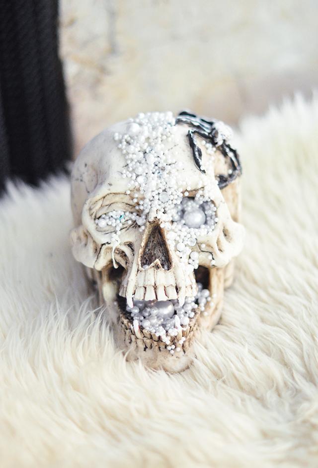 diy-glam-halloween-skull-decor