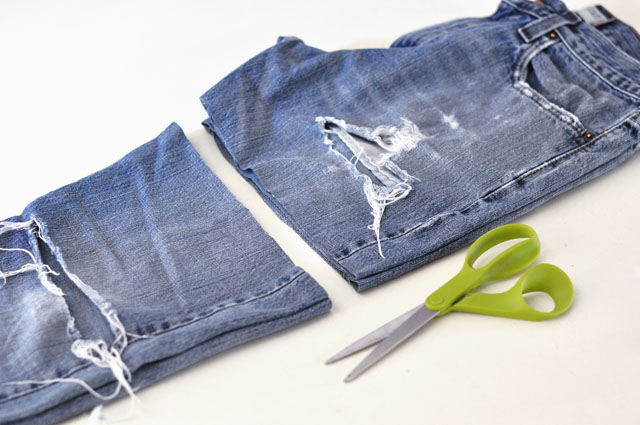 DIY Lace embroidered jean shorts-1