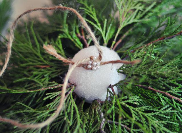 DIY Living Christmas ball decor-4