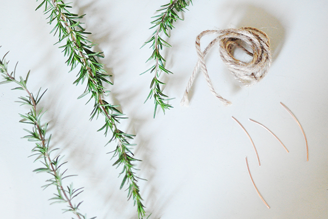 diy-rosemary-wreaths-1