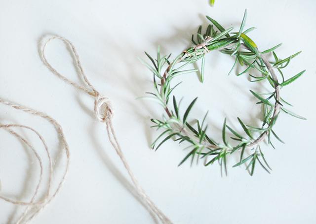 diy-rosemary-wreaths-3