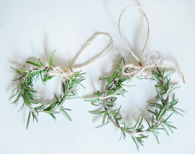 diy-rosemary-wreaths-4