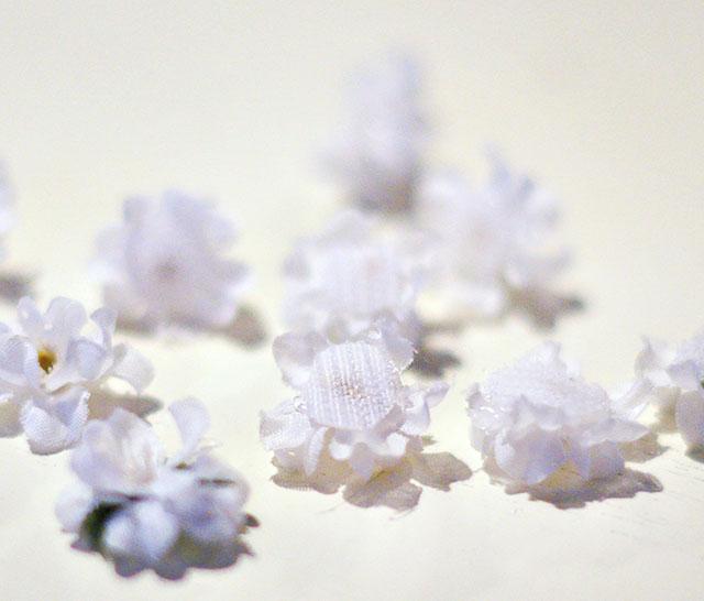 DIY Tiny Floating Hair Flowers_4