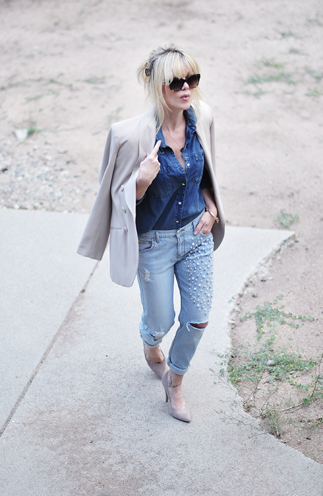 Denim on denim_ neutral blazer and pumps_pearl jeans