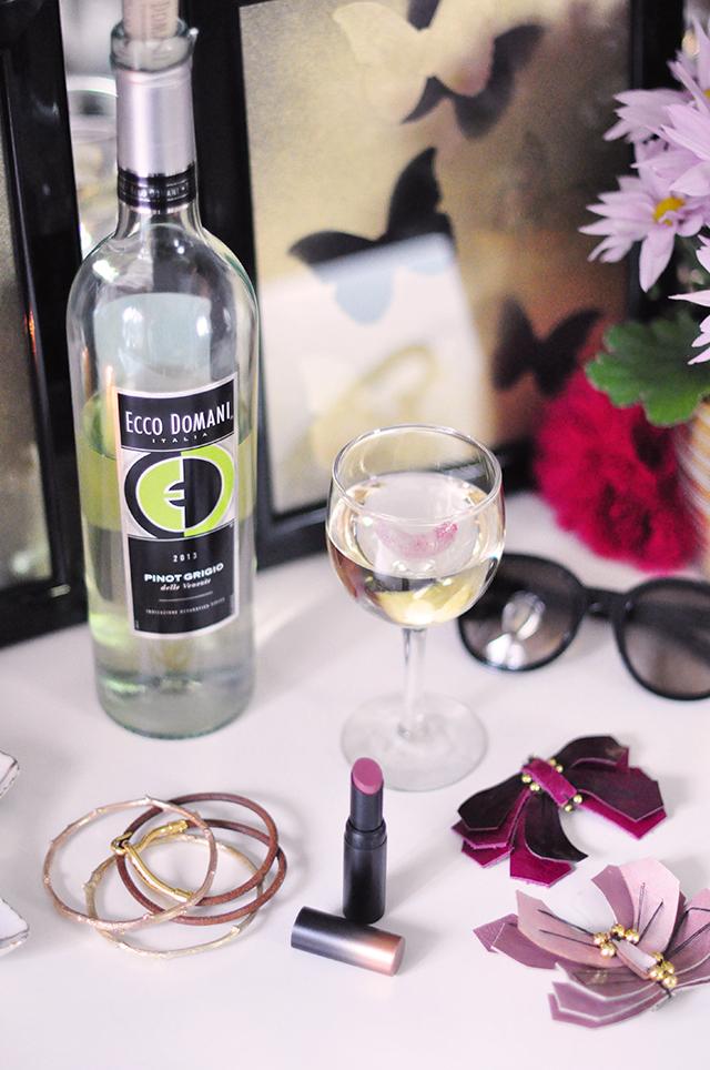 Ecco Domani Wine_vanity_gold butterflies