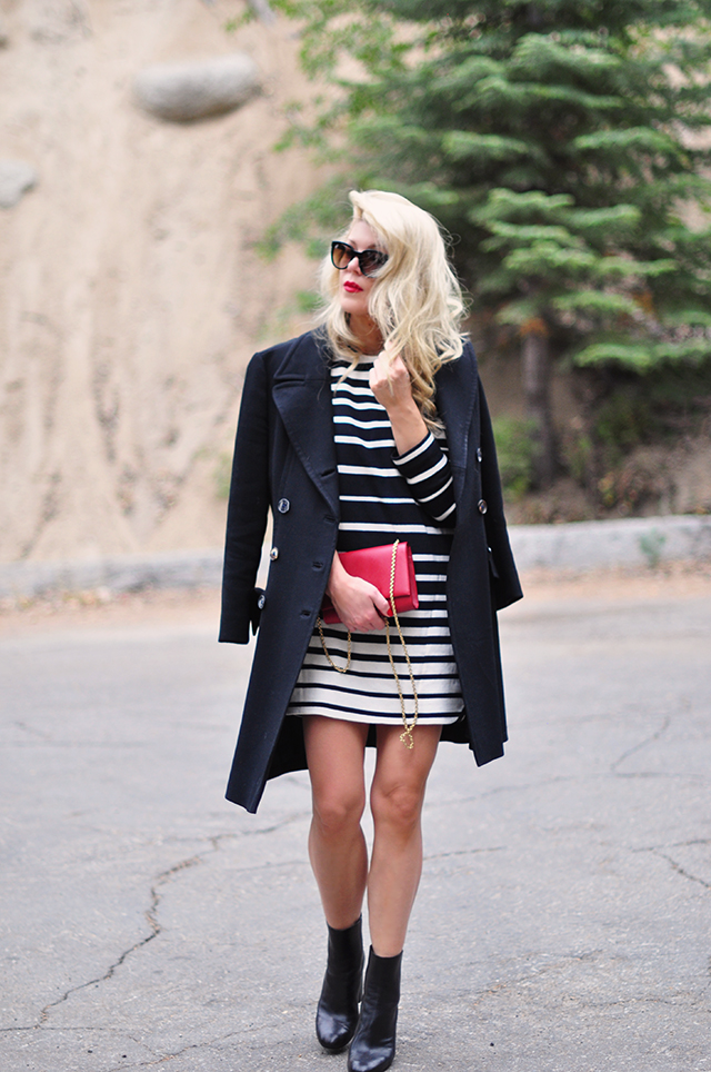 fall-style_black-white-stripes_red-accessories