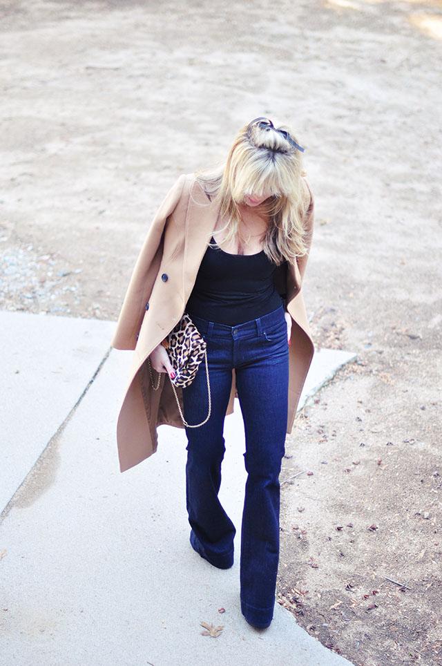 Flared jeans -camel coat