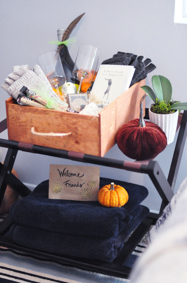 Friendsgiving welcome guests basket