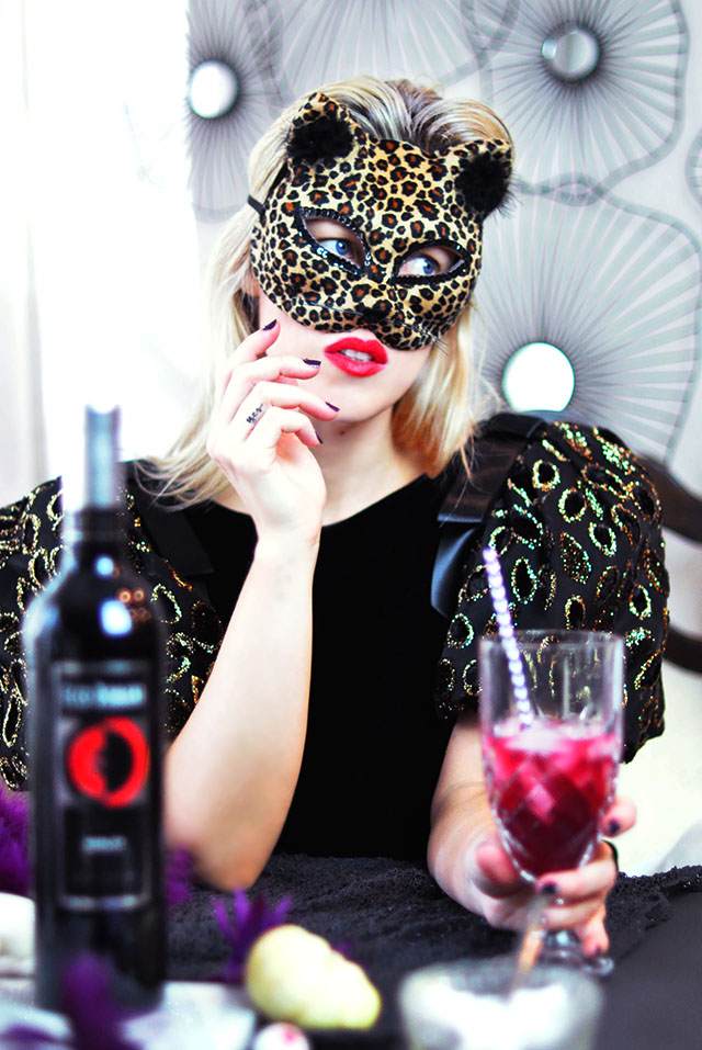 Halloween_cat mask_merlot cocktail