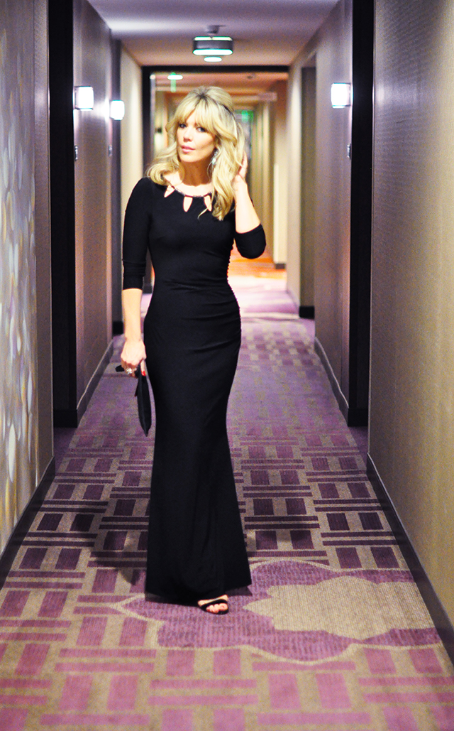 LA live hotel hallway_ Black dress_People's Choice Awards