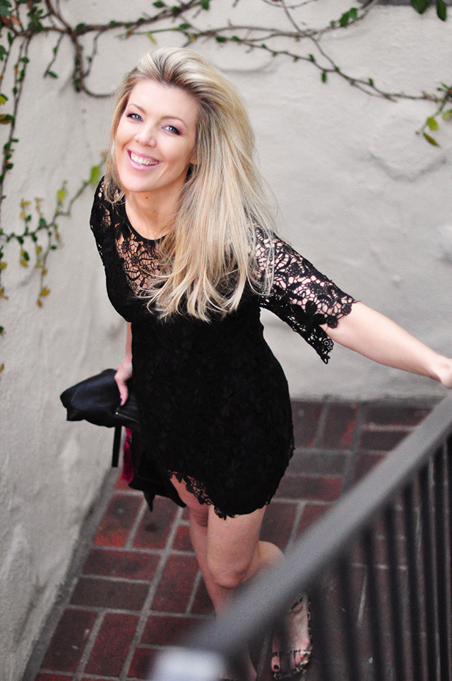 Lace mini Dress_Chanteau Marmont stairs